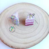 Orecchini in acciaio inox con fetta di torta rosa in fimo