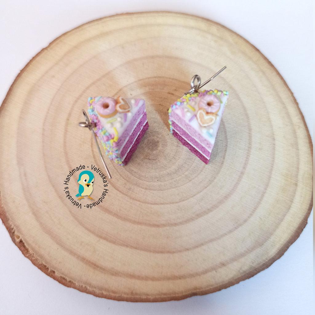 Orecchini pendenti con torta a strati rosa in fimo