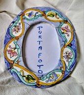 Portafoto ovale di ceramica manufatta jn 4 pezzi uniti come un puzzle decorata a mano, sportello dietro apribile per inserimento foto