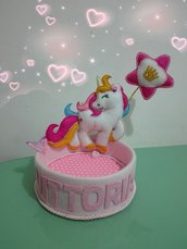 Cestino unicorno porta confetti multiuso.