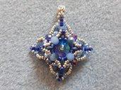 ciondolo di cristalli azzurro ghiaccio e blu