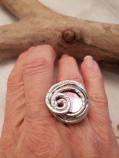Anello regolabile in alluminio battuto con cristallo Swarovski