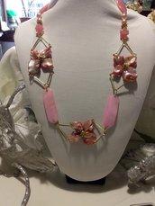 Collana rosa con fiori
