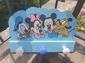 appendiabito da parete sagoma in legno con disegnati personaggi Baby Topolino Minny Paperino Pluto