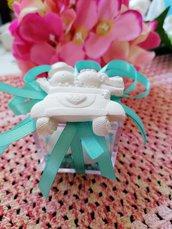 Sposi - sposini 25 anni matrimonio nozze argento in auto in gesso ceramico profumato su scatolina plexi