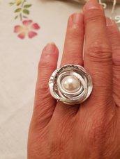 Anello regolabile in alluminio battuto con perla