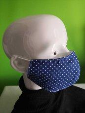 Mascherina protettiva artigianale a conchiglia in stoffa a motivo blu