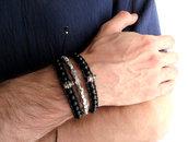 Bracciale UOMO con teschio in metallo e perle nere lucide in Agata nero in stile etnico in cuoio e nylon