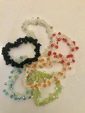 Braccialetti fatti a mano con filo elastico e perline