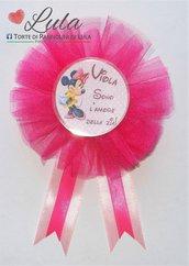 Coccarda con spilla fratello sorella torta di pannolini regalo party fine festa compleanno personalizzata Minnie