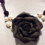 collana con rosa nera