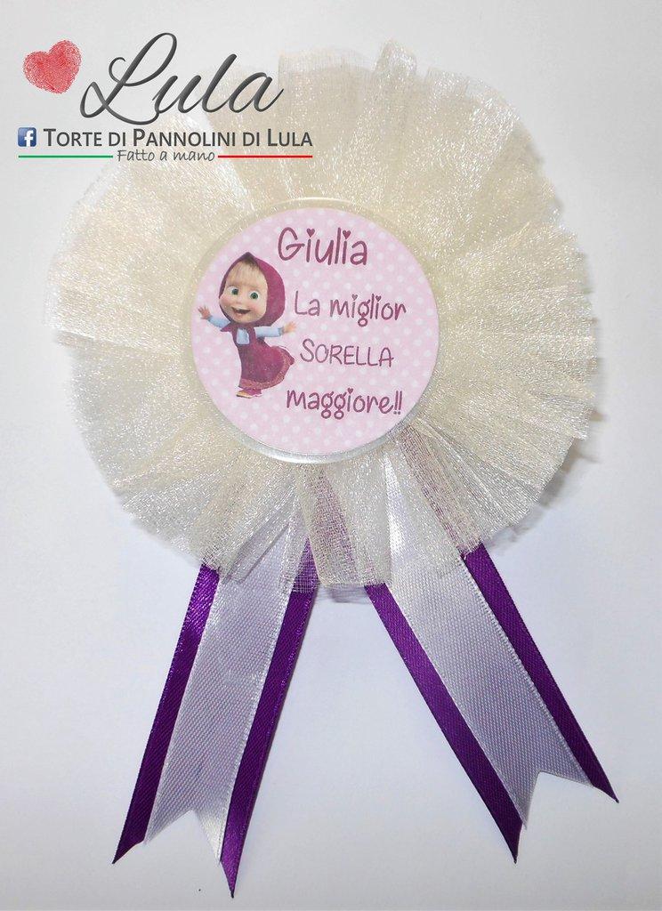 Coccarda con spilla fratello sorella torta di pannolini regalo party fine festa compleanno personalizzata Masha e orso