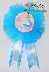 Coccarda con spilla fratello sorella torta di pannolini regalo party fine festa compleanno personalizzata Alice nel paese delle meraviglie