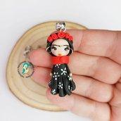 Collana in acciaio inox con bambolina fan art Frida Kahlo