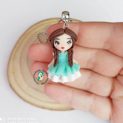 Collana in acciaio inox con bambolina fan art in fimo, color acqua