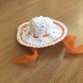 Cappellino uncinetto confettata