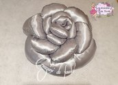 Cuscino a forma di rosa grigio perla