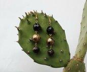 Orecchini pendenti in fimo e cristallo nero fatti a mano.