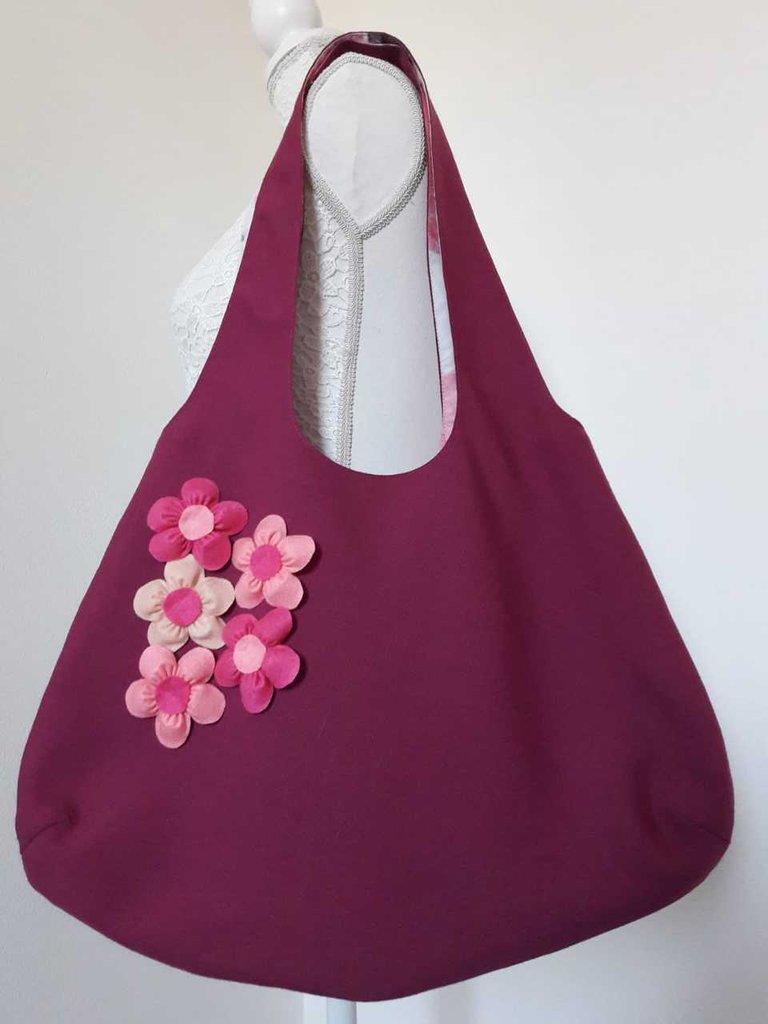 Borsa donna a spalla in tessuto viola malva capiente con margherite