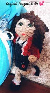 Bambolina ad uncinetto Carlotta