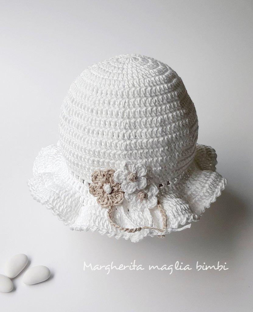 Cappellino/cappello bimba bianco con fiori bianchi e ecru - cotone - uncinetto - Battesimo