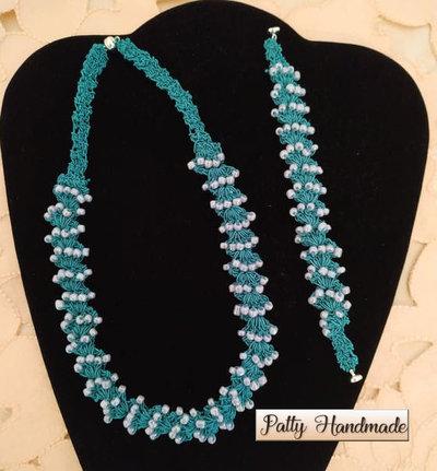 Set collana e bracciale ad uncinetto con perline