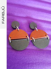 Orecchini pendenti rotondi in cartoncino colore arancio e grigio con attacco a calamita