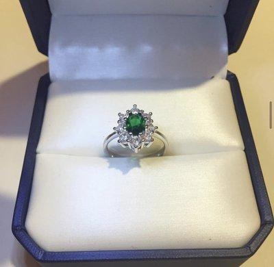 Anello con pietra verde