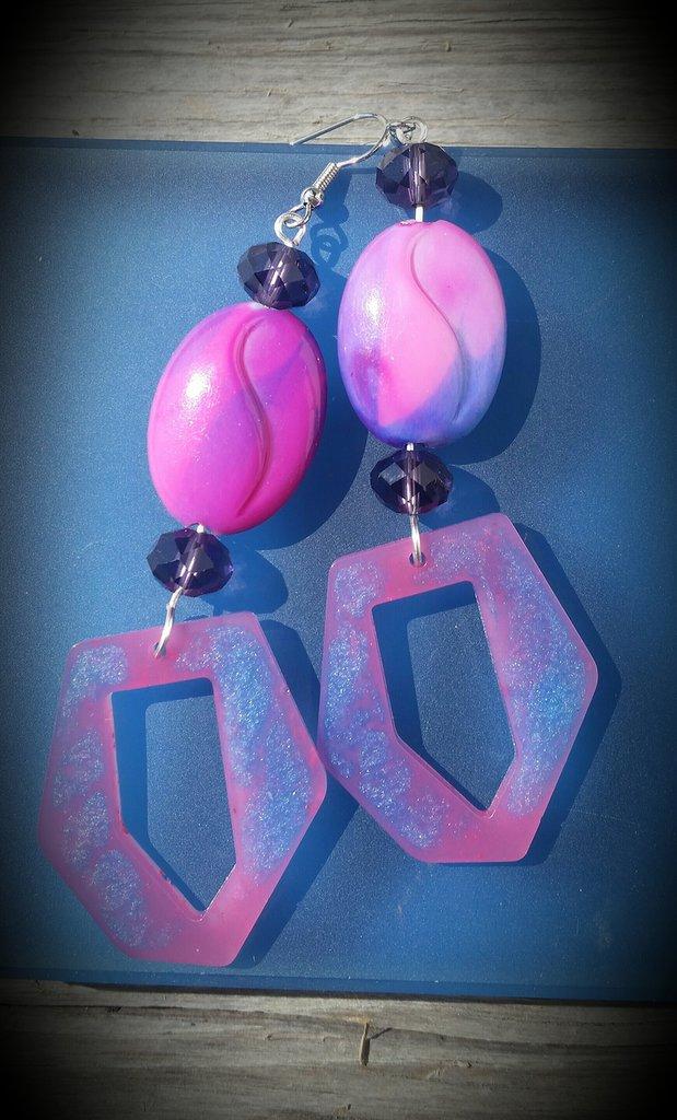 Orecchini in resina e perle ovali lilla fatti a mano - superfluo