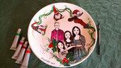 piatto decorativo,ritratto cartoon,ritratto,piatto dipinto a mano, regalo da personalizzare,regalo per la mamma,regalo per lei,regalo per la casa,regalo per compleanno,idea regalo per la famiglia,idea regalo per amica, piatto in ceramica,ritratto manga