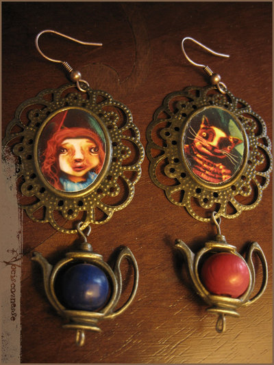 RESERVED for Francesca-ALICE IN WONDERLAND orecchini illustrazioni originali con teiera earrings