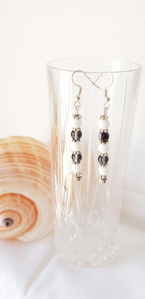Orecchini pendenti con perle in vetro