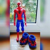 Scarpine all'uncinetto in lana, forma di Spiderman, fatto a mano