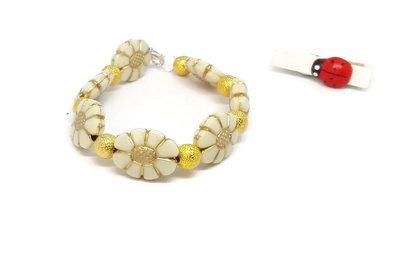 Bracciale di perle a forma di fiore e perle dorate