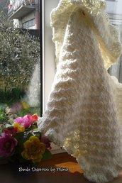 Copertina ad uncinetto, in lana bianco panna, fatto a mano