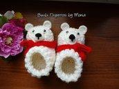 Scarpine ad uncinetto in lana, forma orso polare, fatto a mano
