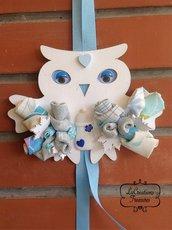 Gufetto azzurro annuncio nascita, fiori e boccioli cuciti a mano, tonalità tenui
