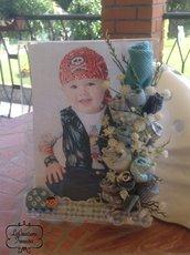 Cornice portafoto in plexiglas, bimbo, fiori e boccioli cuciti a mano