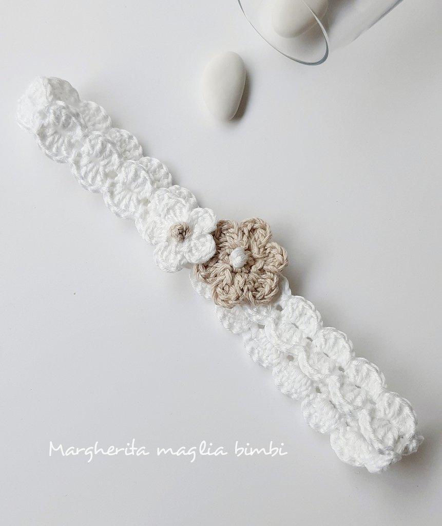 Fascetta bianca neonata/bambina - fiori bianco e ecru - Battesimo - fatta a mano - uncinetto