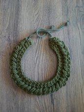 Collana bavaglino in verde oliva
