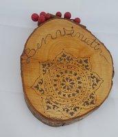 Fuoriporta pirografato in legno