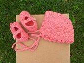 Completo cuffietta e scarpine per neonata / set all'uncinetto in lana