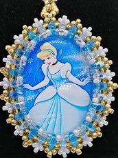 CENERENTOLA, ciondolo,pendente,collana personaggi cartoni animati, Principesse, Cabochon in vetro 30x40mm incastonato a mano