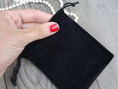 Sacchetto in velluto nero per custodire i gioielli. Sacchetto velluto per gioielli. Confezione regalo