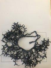 Collana corallo grigio scuro