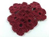 Mini Fiori a uncinetto per applicazioni Set di 10 fiori color vinaccia.