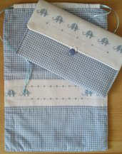 Completo sacchetto primo cambio bebé con portapannolini-trousse ricamata