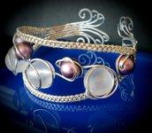 Bracciale in filo di alluminio e perle viola e bianche satinate - BRACCIALE SATELLITE