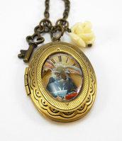 Collana Alice in Wonderland Leprotto Marzolino pendente apribile