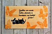Targhetta in legno farfalle arancio con cane-13x25cm